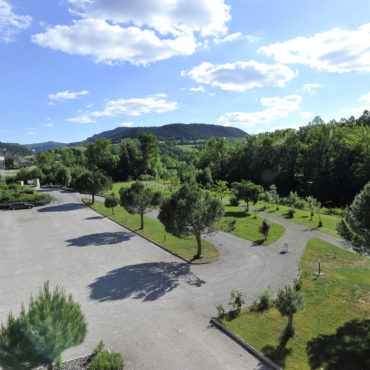 Parking-gourpe-hotel-lozere-les2rives