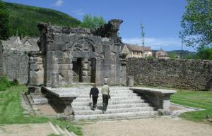mausolee romaine de lanuejols lozere tourisme