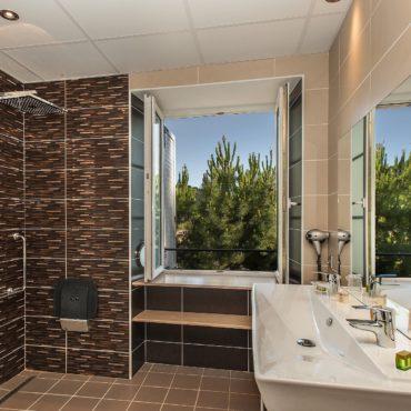 salle d 'eau rez de chaussé hotel lozere